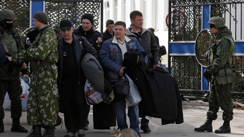 Ukrayna Kırım'daki askerlerini çekiyor
