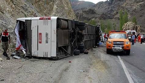 Yolcu otobüsü devrildi: 3 ölü