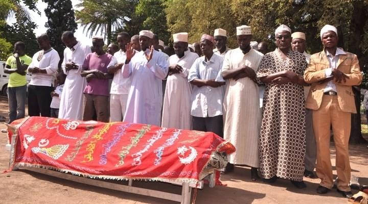 Obama'nın halası İslami usullere göre gömüldü