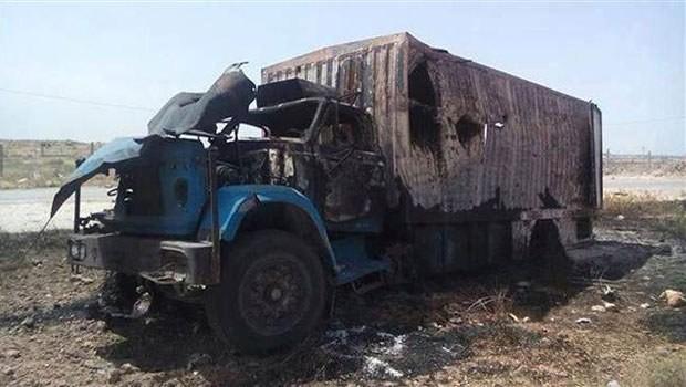 Suriye uçakları Türk tırlarını vurdu: Bir ölü