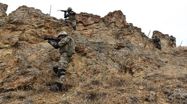 Hakkari'de kaçakçılar askerle çatıştı: 7 yaralı