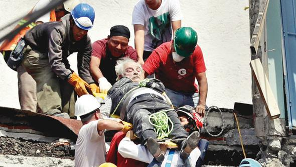 Meksika şokta! Çok sayıda ölü var! Yüzlerce öğrenci enkaz altında