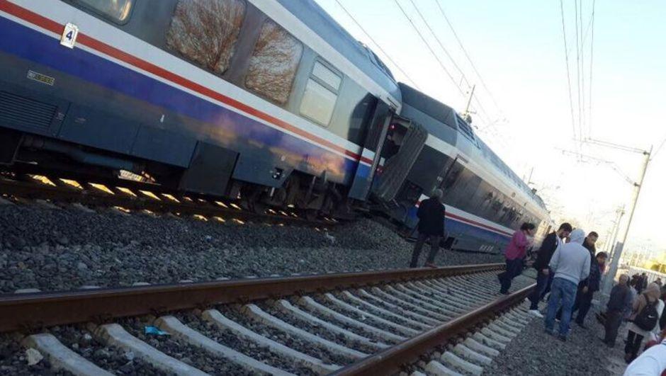 Yolcu Treni Raydan Çıktı Faciadan Kıl Payı Dönüldü