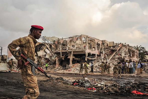 Türkiye Ambulans Uçak Gönderiyor Somali'de Otel Önünde Dehşet Ölü Sayısı ise...