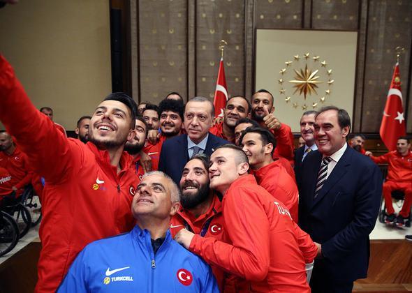 Erdoğan Şampiyonları Ağırladı