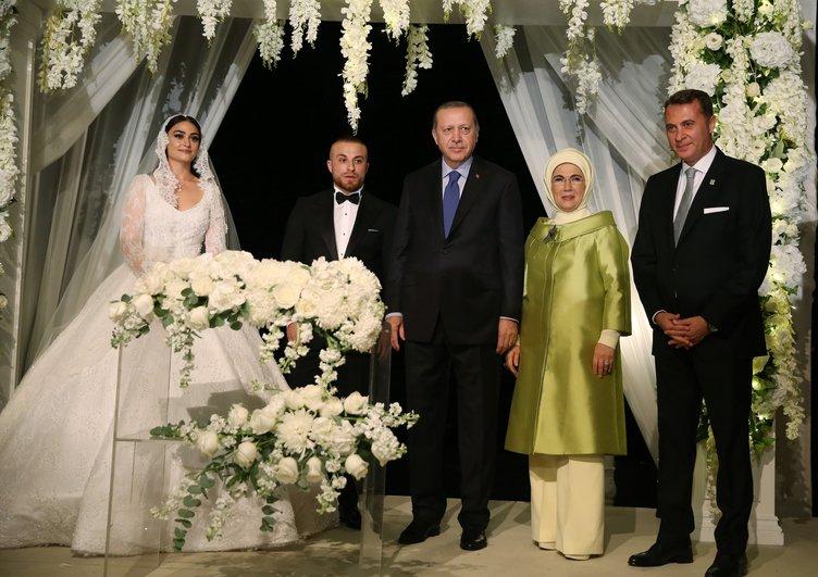 Cumhurbaşkanı Erdoğan Ünlü Futbolcu'nun Nikah Şahidi Oldu