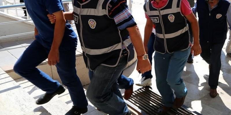 Öğretmenler gününde öğretmenler tutuklandı