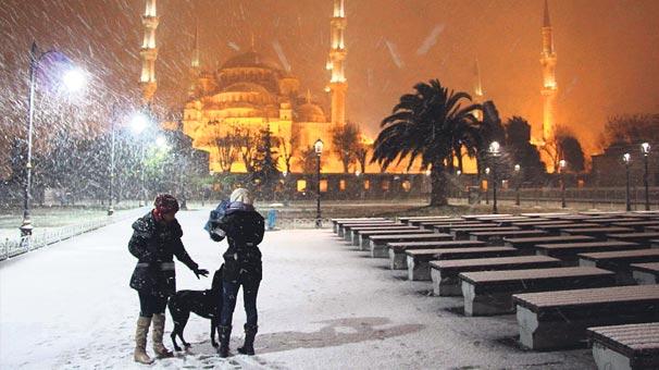 Yılın ilk karıyla İstanbul beyaza büründü