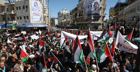 Filistin direnişe geçti, herkes sokakta