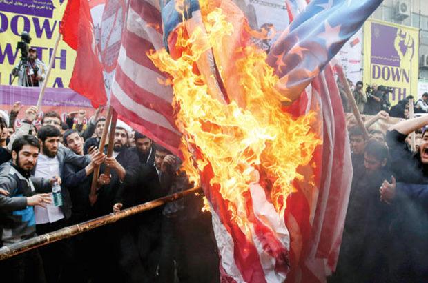 O ülkede ABD bayrağı ateşe verildi