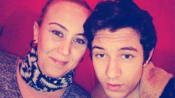 Devlet sanatçısı oğlu tarafından bıçaklanarak öldürüldü
