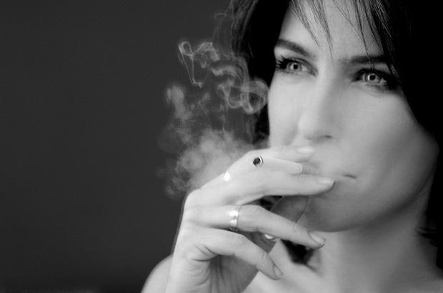 Sigara içenler dikkat! Bu 2 besini mutlaka tüketin
