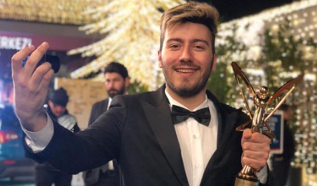 Ödülü geri alınan Enes Batur'dan açıklama