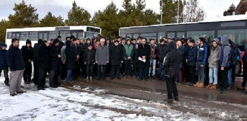 Öğrenciler kar duasına çıkarıldı