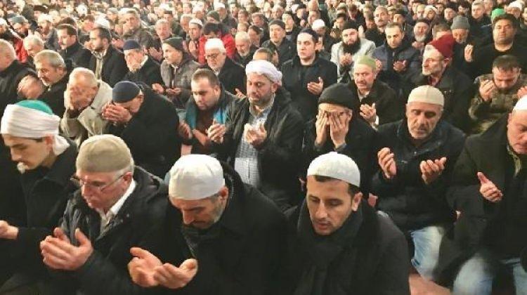 90 bin cami askerler için dua ediyor