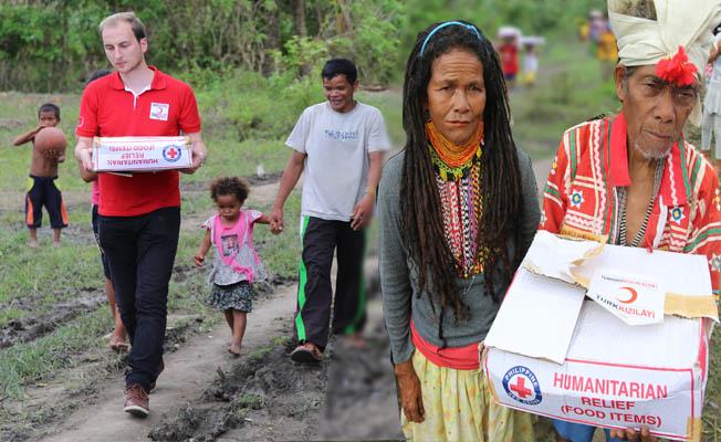 Kızılay Filipinler'de 25 bin aileye gıda kolisi dağıttı