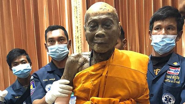 Budist keşiş mezarından gülerek çıktı