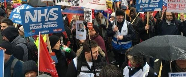 """İngiltere'de binlerce kişi """"sağlık"""" için sokağa çıktı"""