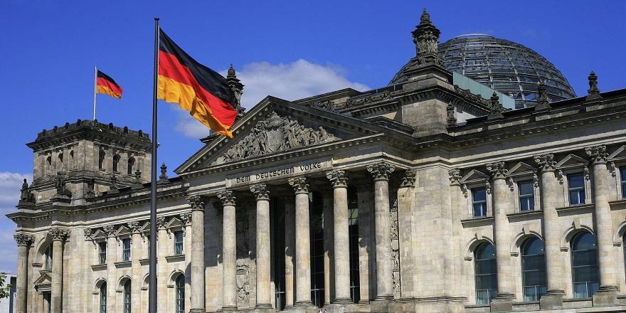 Almanya'da Müslümanlara çalışma yasağı