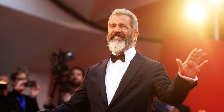 Mel Gibson, Erbakan için gelecek