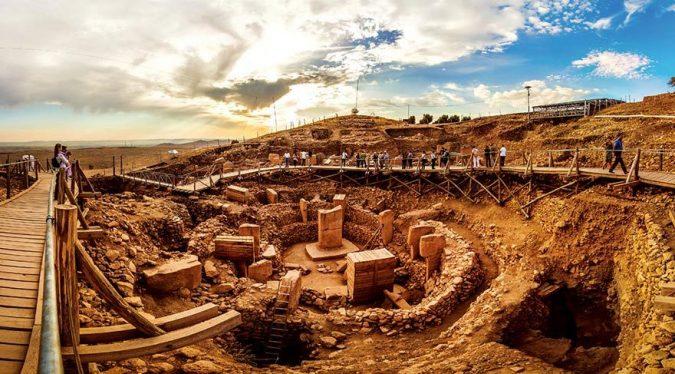 Dünyanın ilk tapınağı Göbeklitepe ziyaretçi akınına uğruyor