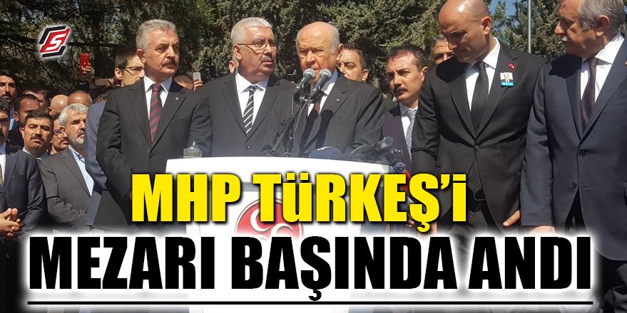 MHP Türkeş'i mezarı başında andı
