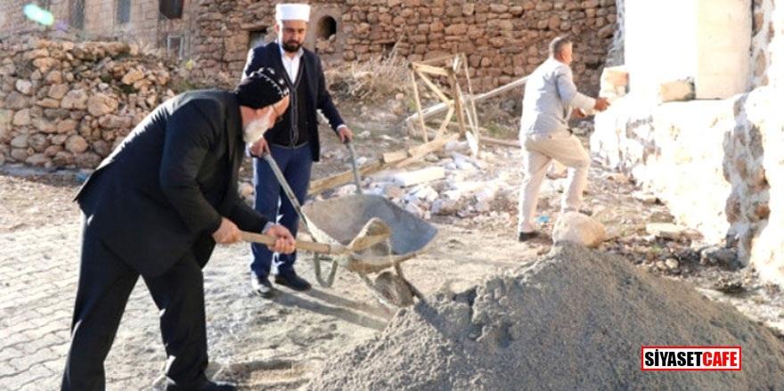 Rahip cami inşaatına destek verdi!