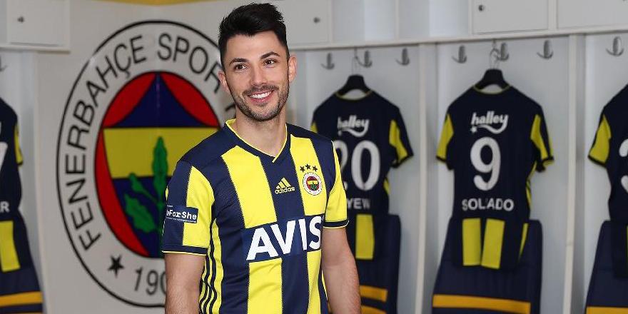 Beşiktaş taraftarından Tolgay Arslan'a gönderme
