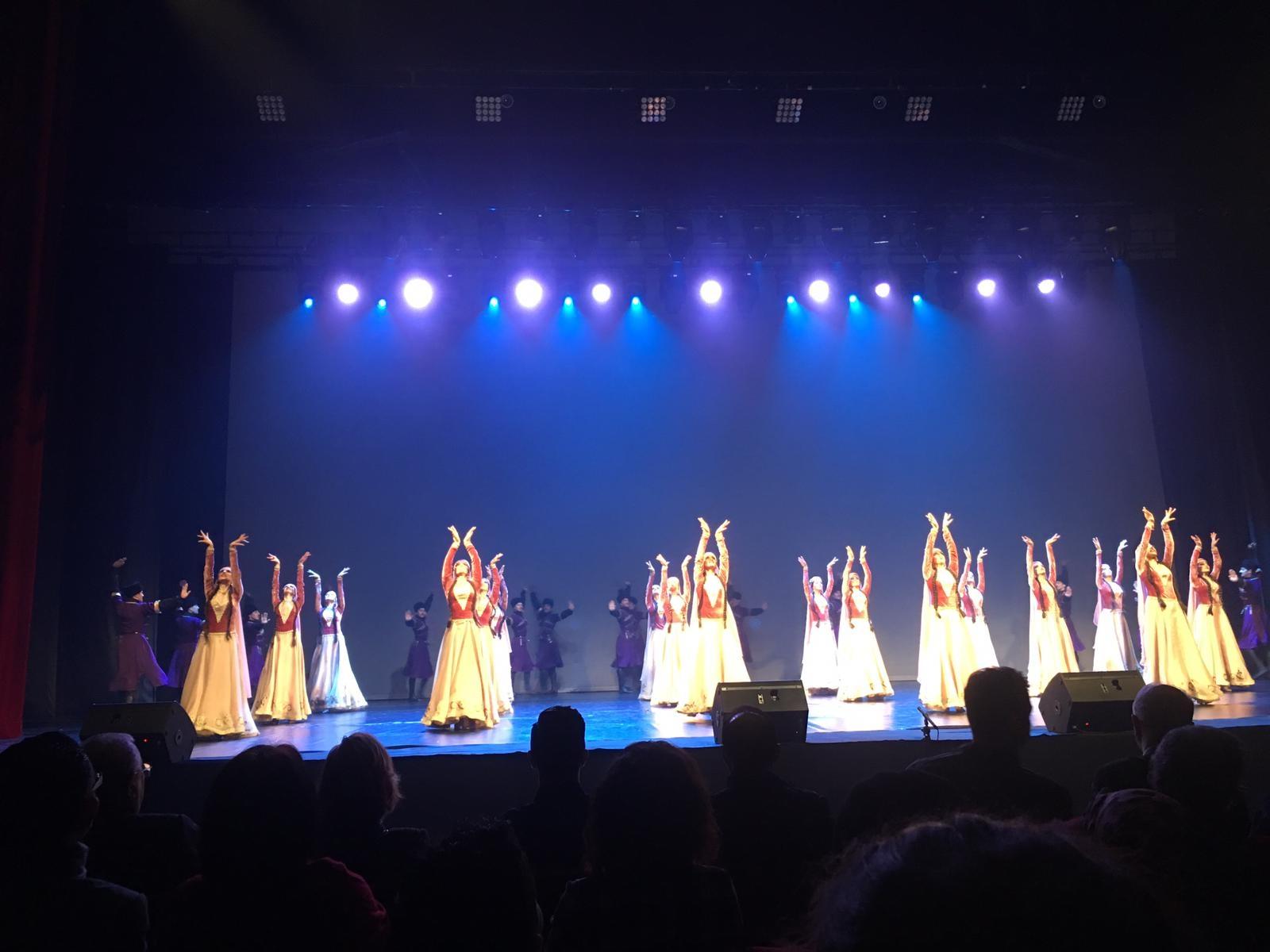 Azarbaycan Cumhuriyeti Devlet Halk Dansları Topluluğu'ndan görsel bir şölen