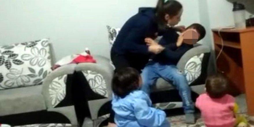 Bu sefer bakıcı şiddet gösteren anneyi ele verdi!