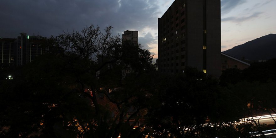 Venezüella bir hafta sonra elektriğe kavuştu