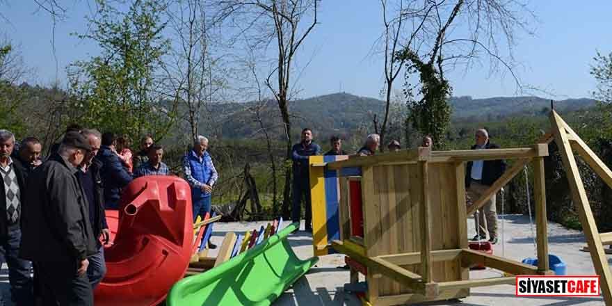 Muhtar seçilemeyen Mehmet Akyol, oyun parkındaki malzemeleri söktü