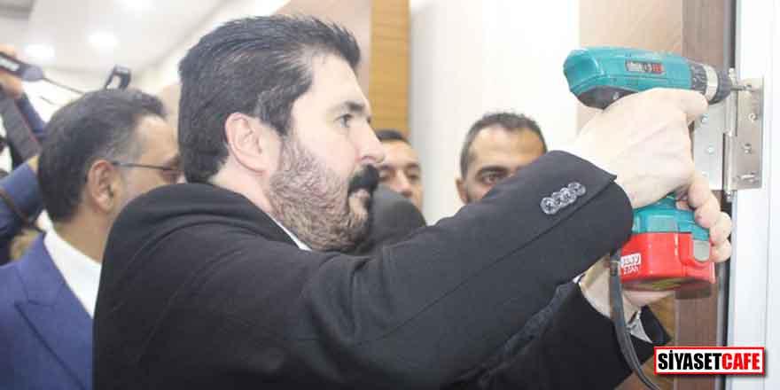 Savcı Sayan, Ağrı Belediyesi'ndeki makam odalarının kapılarını söktürdü