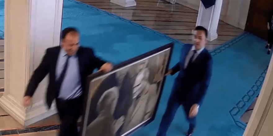 İmamoğlu'nun haberi olmadan Atatürk posterini bile yürüttüler!