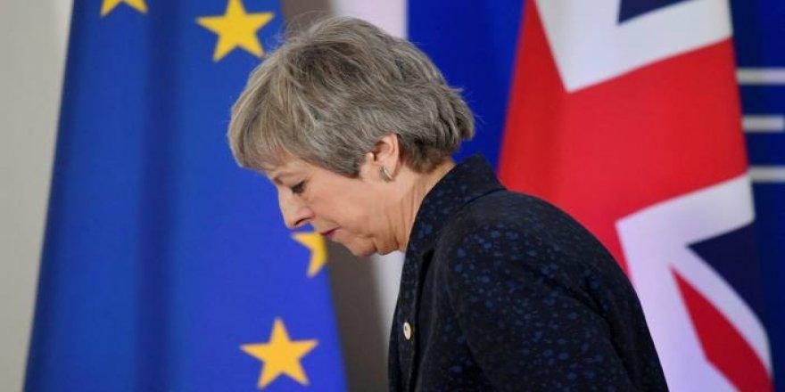 İngiltere Başbakanı May istifasını açıkladı!
