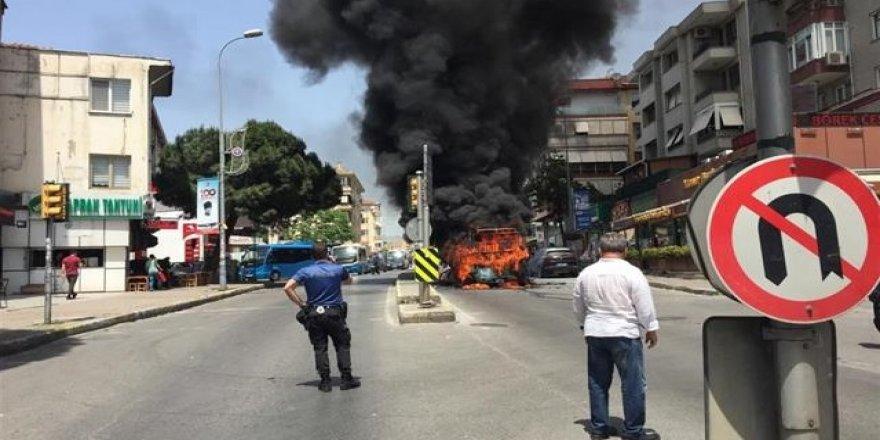 Yolcuları indirip minibüsü benzinle yaktı