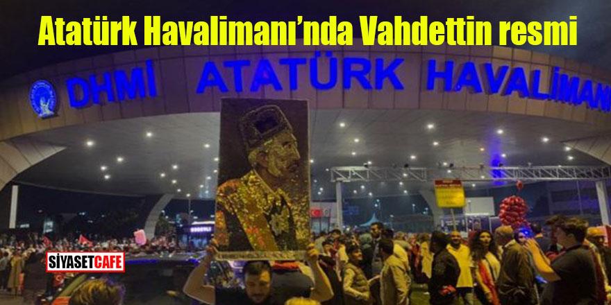 Atatürk Havalimanı'nda Vahdettin resmi