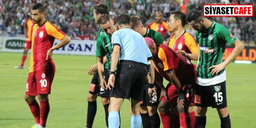Denizli-Galatasaray maçında saha karıştı! Ünlü futbolcu polisle tartıştı