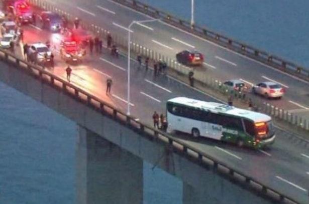 Rehine krizi! 37 yolcuyu otobüste rehin alan kişi öldürüldü!