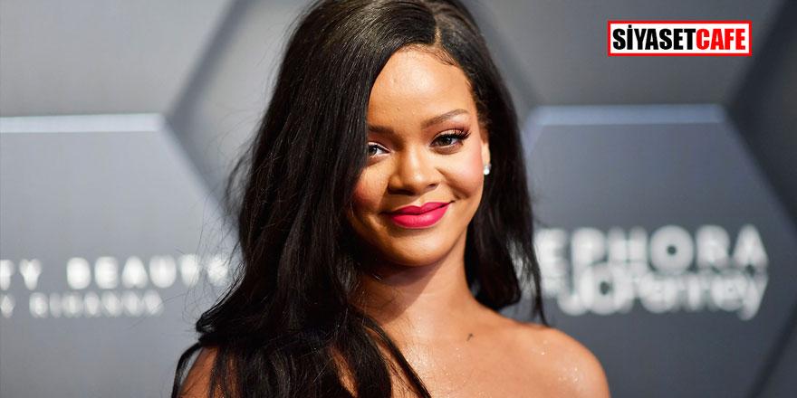 İç çamaşırlı Rihanna ortalığı fena salladı