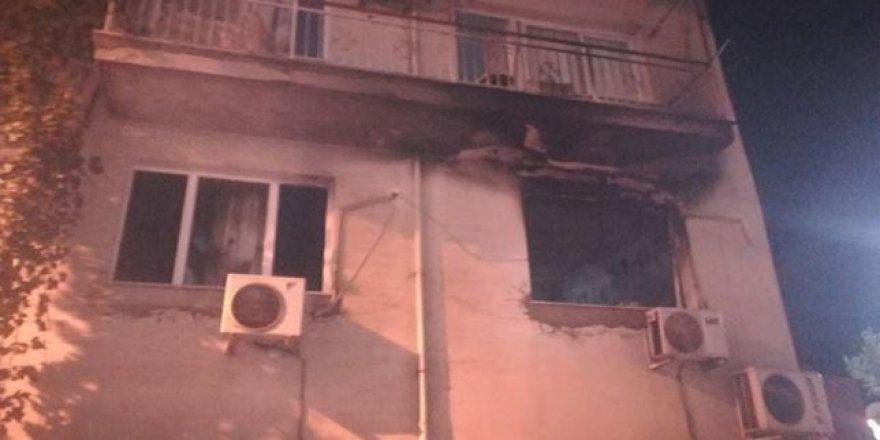 Bomba gibi patlayan buzdolabı evi harabeye çevirdi