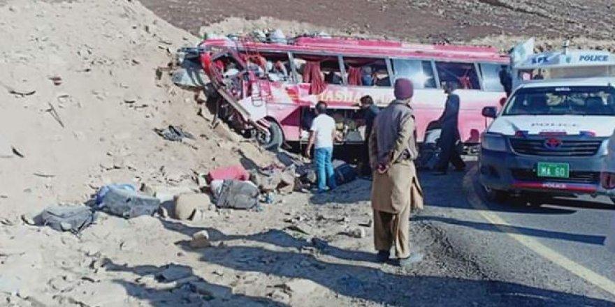 Katliam gibi kaza: 26 ölü, 15 yaralı