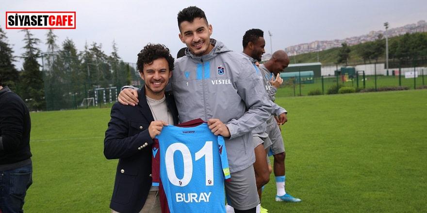 Buray Trabzonsporlu futbolcularla bir arada