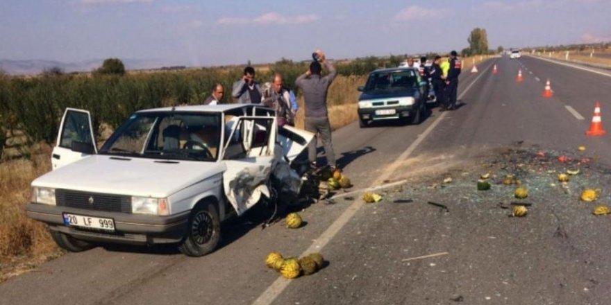 Denizli'de feci kaza: Karı-Koca aynı otomobilde!