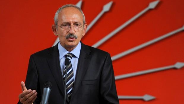 Kılıçdaroğlu, Dibek'in istifa dilekçesini yırttı