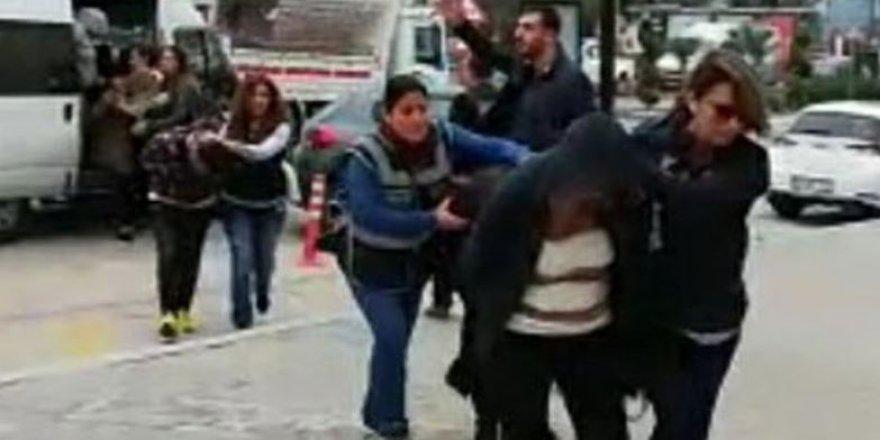 İzmir'de büyük fuhuş operasyonu, Ele geçirilenler şaşırttı!