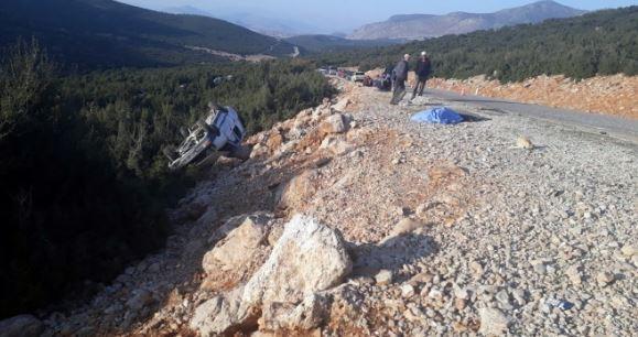 Antalya'da feci kaza: 1 Ölü, 3 Yaralı