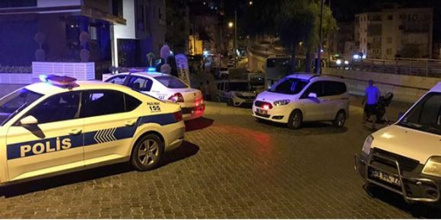 Denizli'de polisler,  eski özel harekâtçıları biber gazı sıkarak yakaladı