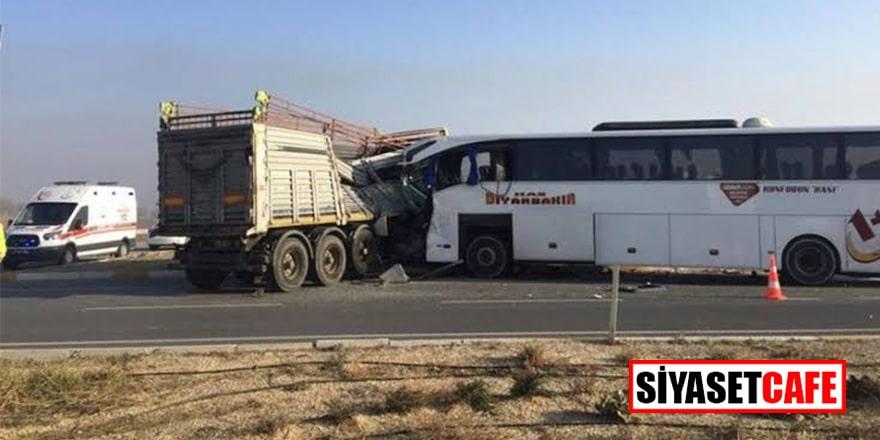 Afyonkarahisar'da yolcu otobüsüyle tır çarpıştı! Ölü ve yaralılar var