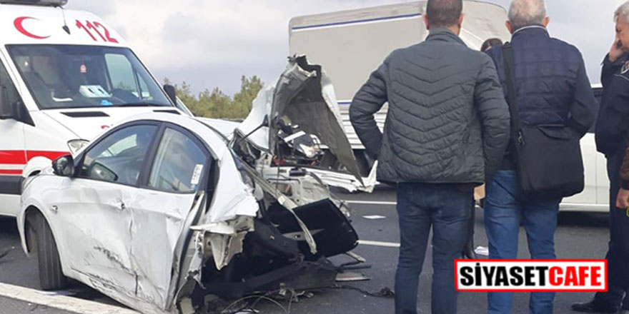 TEM'de feci kaza; araç ikiye bölündü